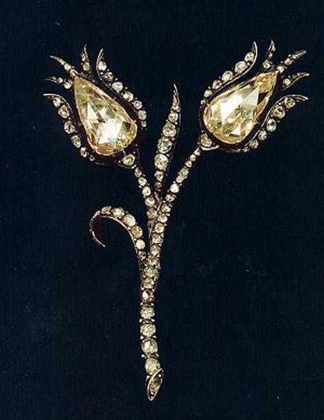 Lale figürlü elmas broş